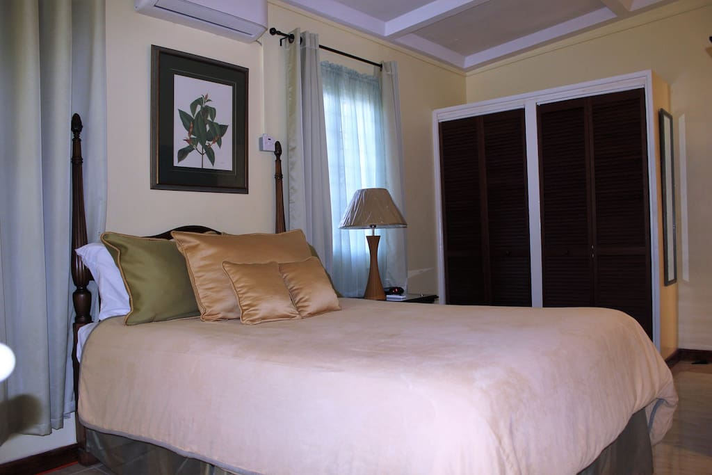 Air conditioned Bedroom with double bed and closet
