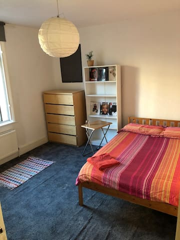 Sunny double room in Shoreditch/Hoxton