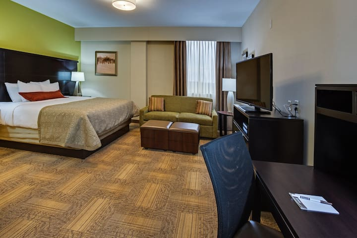 Accessible Studio Near ATL | Free Breakfast + 24h Business Center!