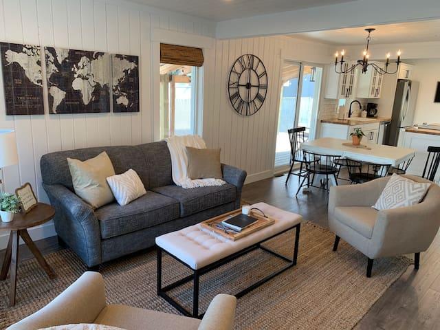 The Cozy Cottage - Convenient Central Location