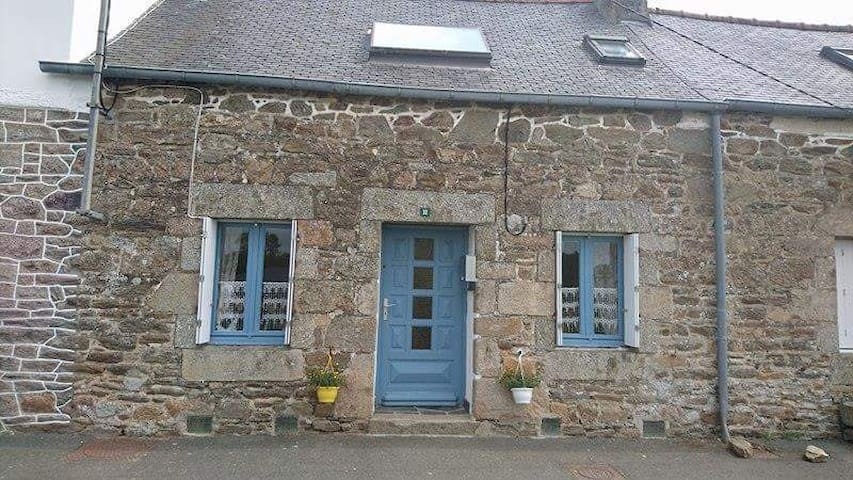 Traditional house in Britanny - Belle-Isle-en-Terre - Huis