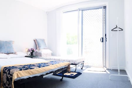 brandnew bedroom wiz balcony 2beds全新卧室带阳台花园景双床可睡4人 - Toongabbie - Dom