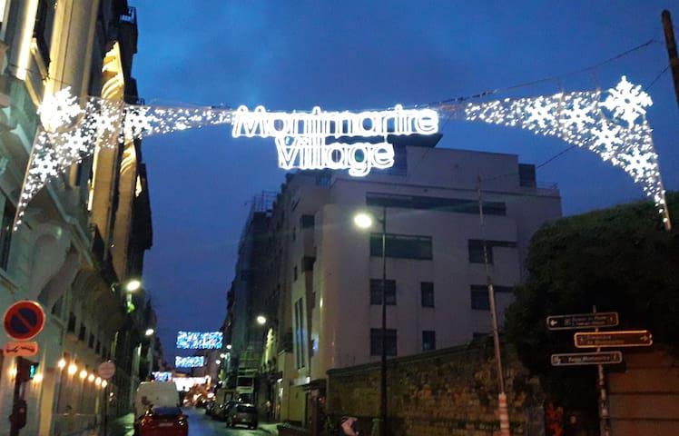 Welcome to Montmartre ! Supermarkets, shops, restaurants, bars... just around the corner.