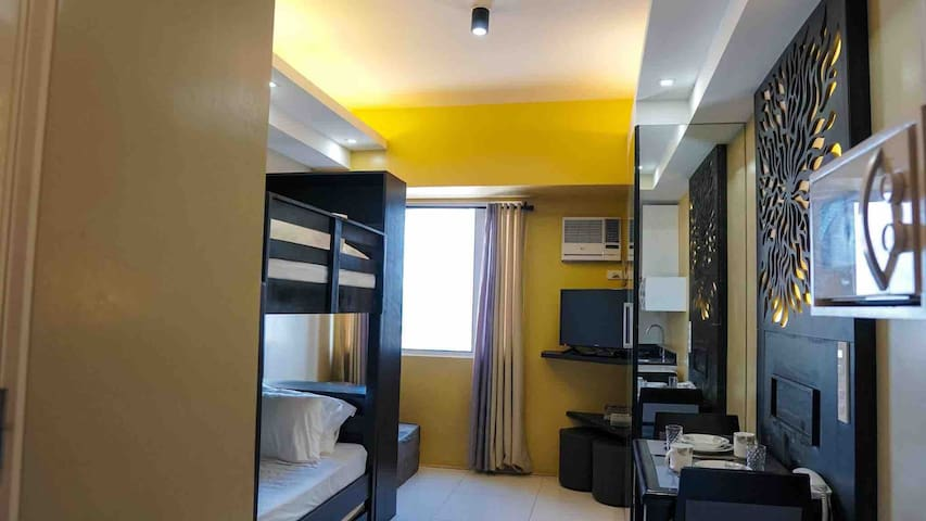 Gorgeous Condo at the University Belt with Wifi