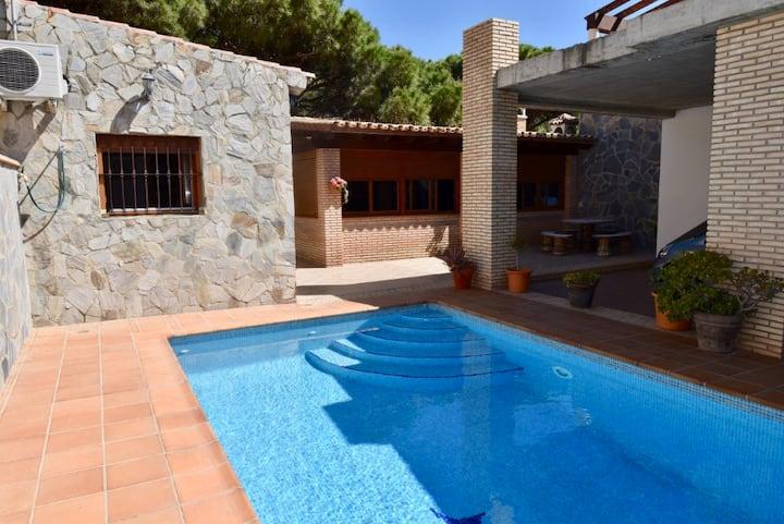 Maison avec piscine privée à proximité de la plage