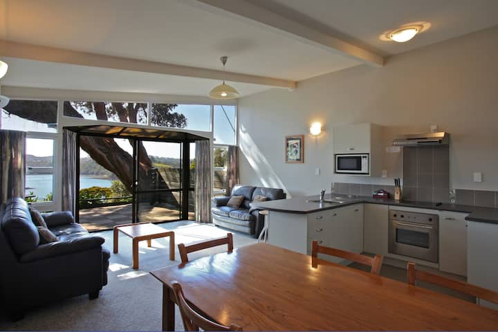 3 bedroom premier harbour view apartment