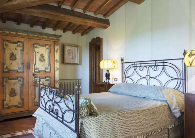 Private room/bathroom with pool Casale Ulivi B&B