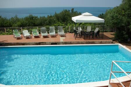 Villa con piscina a 100 mt dal mare - Maratea