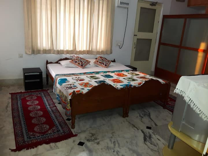 Comfortable Two Bedroom Accommodation near Airport