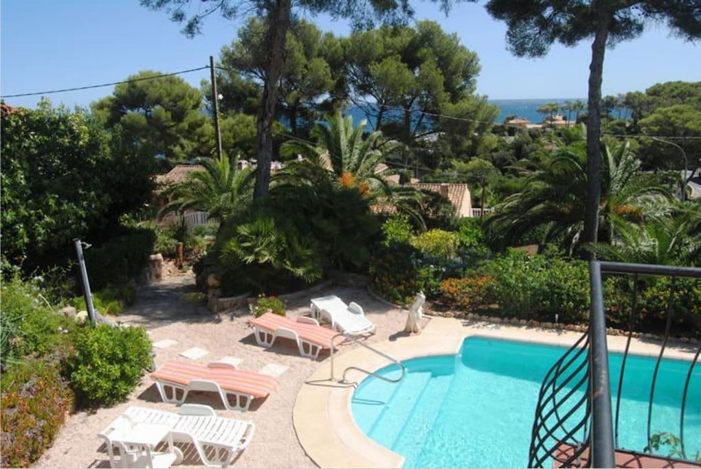 villa paradisiaque avec piscine et vue mer 500m villas louer roquebrune sur argens. Black Bedroom Furniture Sets. Home Design Ideas