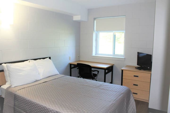 Residence & Conference Centre-Welland, 2 RM Suite