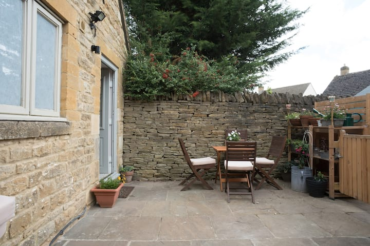 Cotswold stone, brand new with courtyard garden!