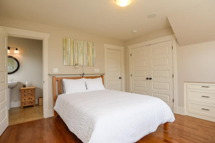 Master Guest Room ~ Charming Downtown Home