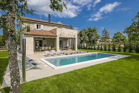 Villa Mia with swimming pool - Žminj - House