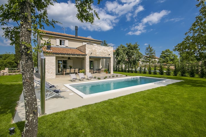 Villa Mia with swimming pool