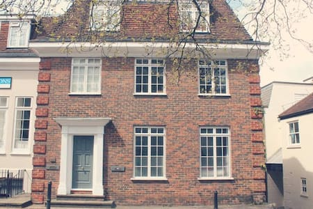 Lovely Apartment in Harrow on the Hill Village - ハロウ