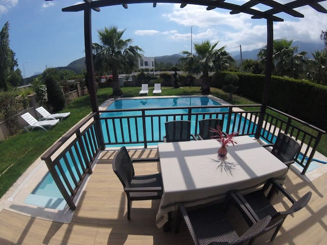 Private Pool & Garden & Sauna Luxury Villa