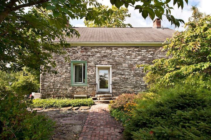Lovely New Paltz Stone House near Mohonk Preserve - New Paltz - Rumah