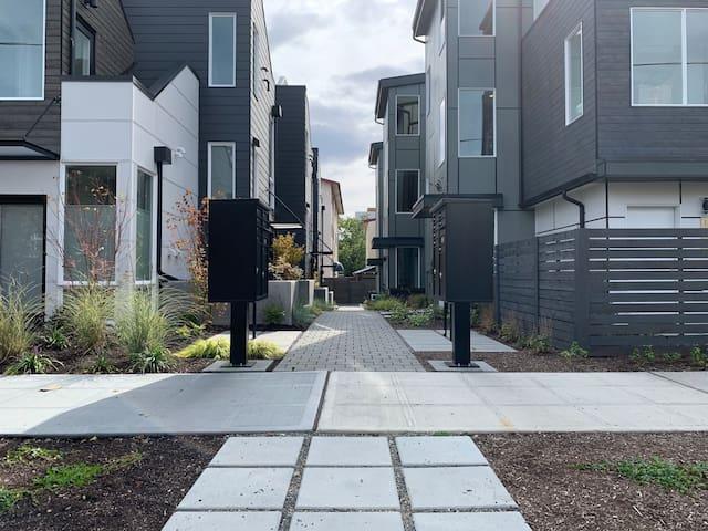 [UPDATED] Modern Private Suite in Ballard Seattle