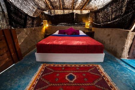 """Zerka"" Tent @ Ecolodge L'Ane Vert - commune rurale de tafedna - Earth House"