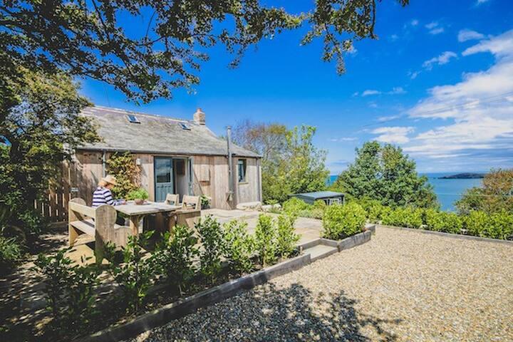 Stylishly designed house with amazing views!