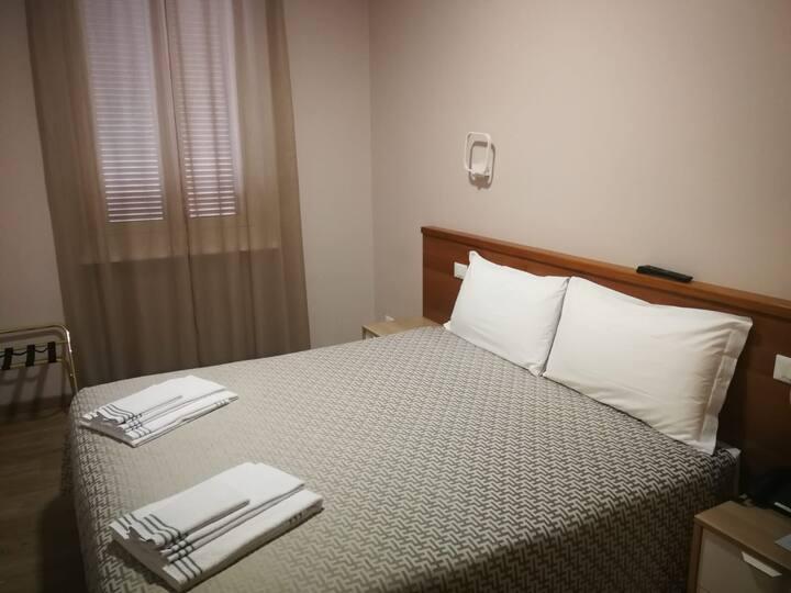 Alloggio privato di due camere e bagno in hotel 3*