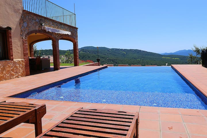 Catalán House with infinity pool - Santa Cristina d'Aro - Hus