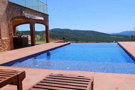 Catalán House with infinity pool - Santa Cristina d'Aro
