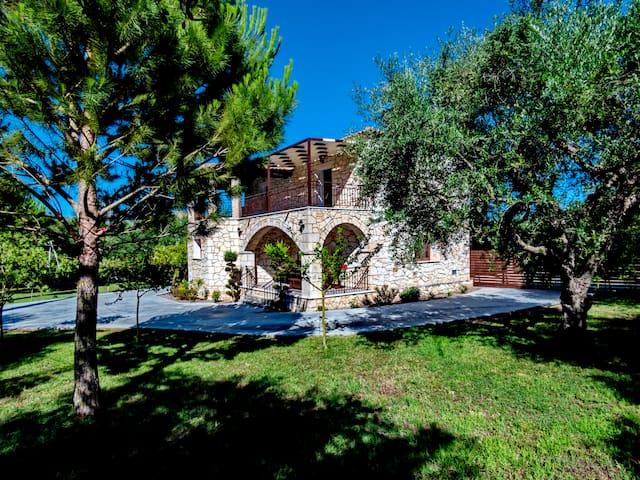 Grande Villa with a large private garden