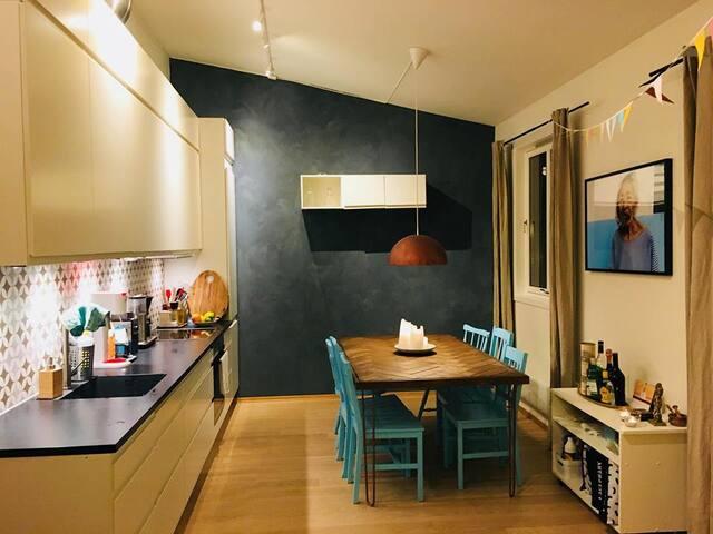 Flott rom i sentral og romslig leilighet!