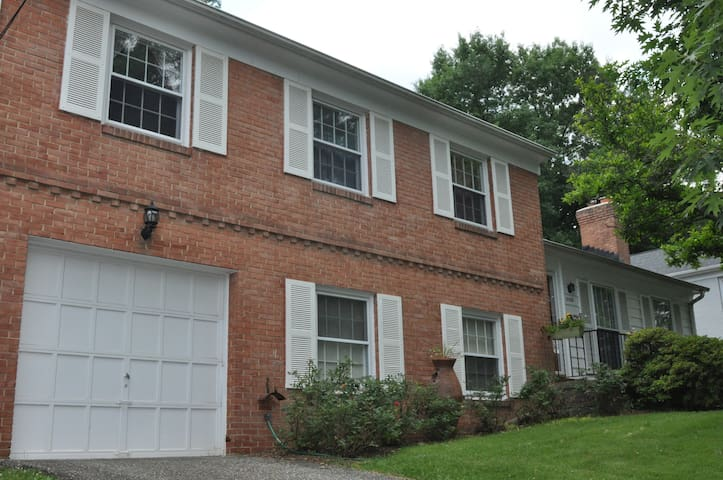 Full family home 15 mins. from downtown DC.