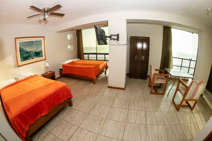 Doble camas dos plazas con Vista Frontal al Mar