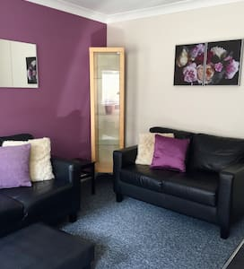 Roker Seafront basement 3 bedroom apartment.
