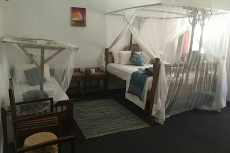 Private Room In a Beach Front apartment - Cidade de Zanzibar - Apartamento