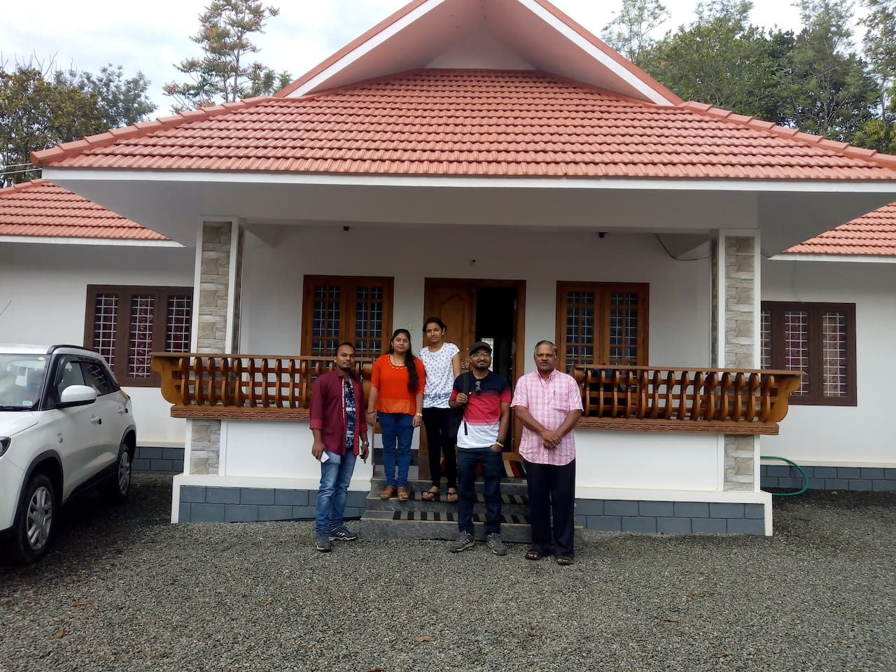 Friends Valley as its names states is the place for Friends like minded persons and relatives  who like to enjoy the hill station beauty within the town limit. Guests enjoying their cool evening in the facade of Home stay .