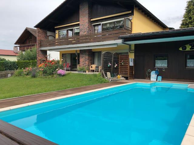Große Wohnung mit Pool nahe Erding und Flughafen