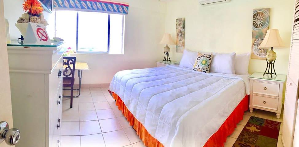 Cozy Room on the beach @deezbnb Room 2