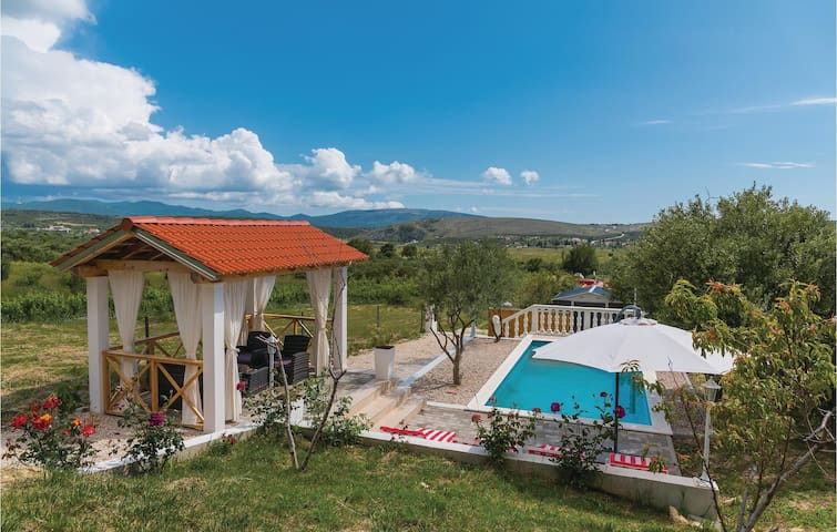 Holiday cottage with 1 bedroom on 86m² in Danilo