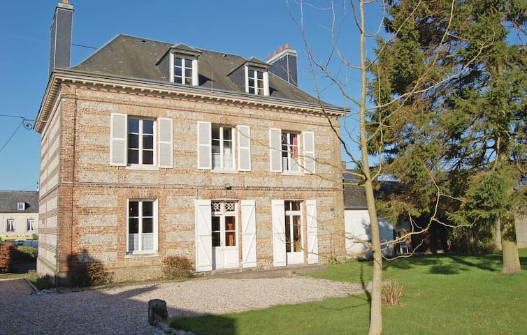 Holiday cottage with 3 bedrooms on 200m² in Fauville-en-Caux