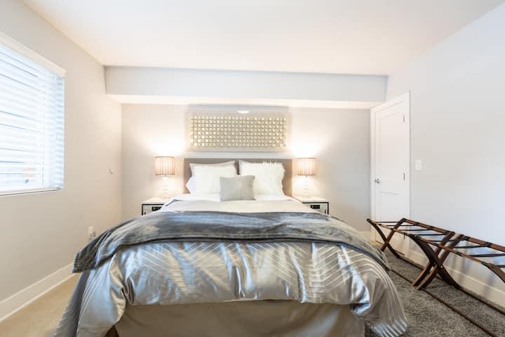 Lo-hi luxury stay (NOT 420 friendly & NO animals)