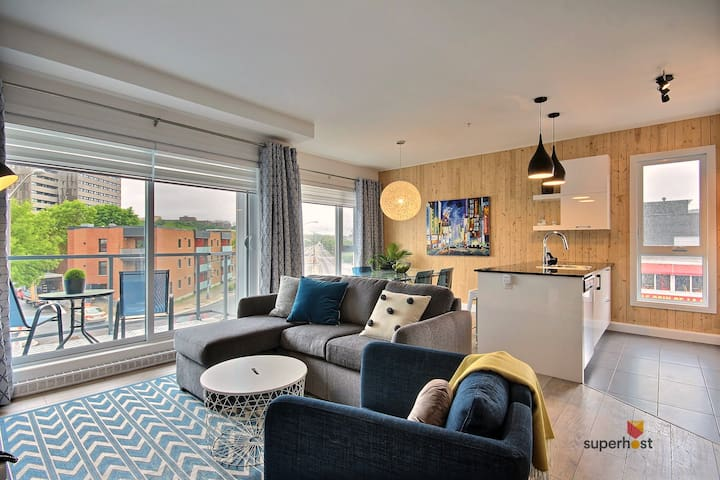 """""""The apartment was immaculate with a lot of light coming into the apartment. The furniture is also very clean"""" ***** Hasnain - 12/2018"""