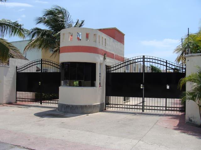 Casa Oasis tranquilidad y espacio. - Cancún - House