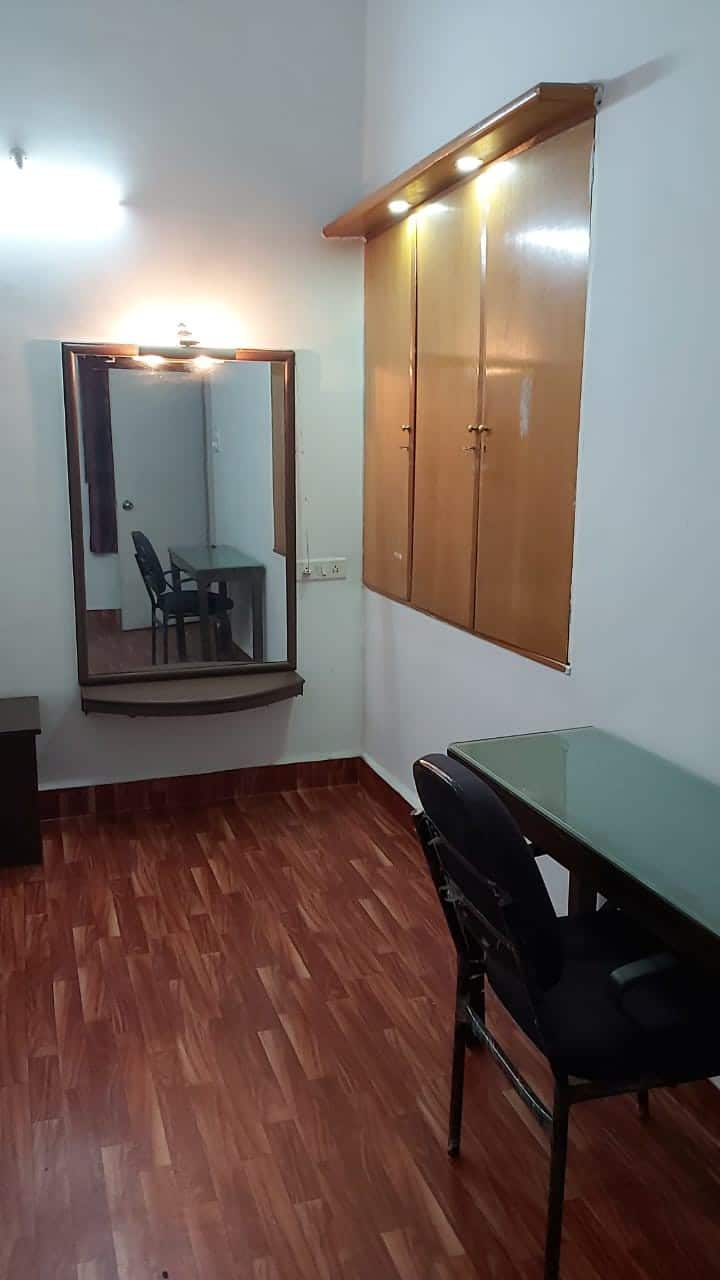 Private Room in a 3bhk bungalow at Kalyani Nagar