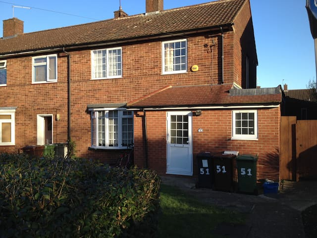 3 Bedroom house near Elstree Studios - Borehamwood