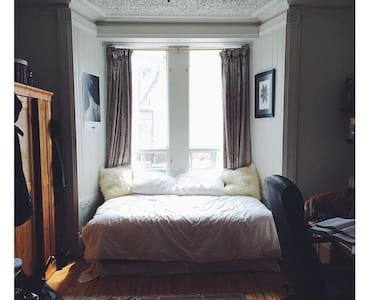 Cozy Victorian Era Studio, Downtown! - Montréal - Apartment