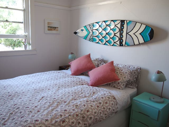 Lovely private bedroom to rent in beachside flat! - Coogee - Wohnung