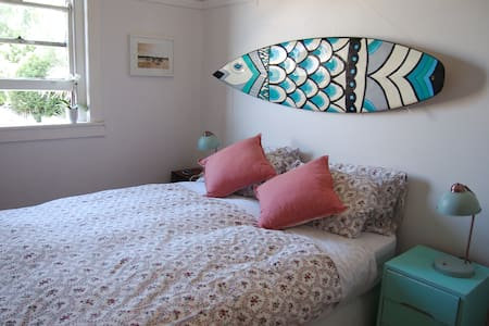 Lovely private bedroom to rent in beachside flat! - 库吉 - 公寓
