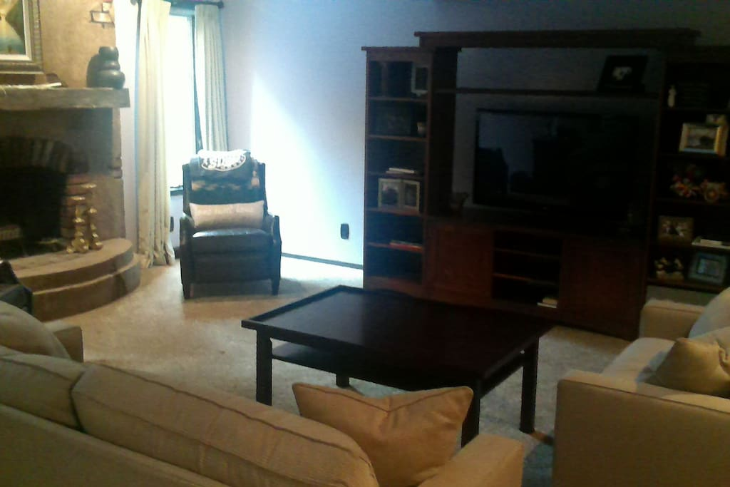 Spacious home in ideal setting houses for rent in north for Table 6 kitchen canton ohio