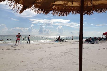 Siesta Key private Villa! Bay too  Gulf! #1 in USA - Siesta Key