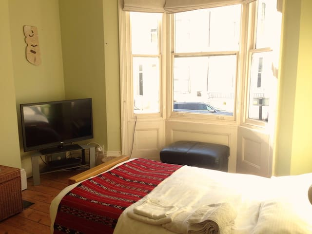 Large Double Room 4 mins from Brighton station - Brighton - Haus